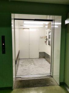 エレベーターの床板交換作業イメージ3