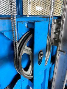 エレベーター、簡易リフトの調整作業イメージ1